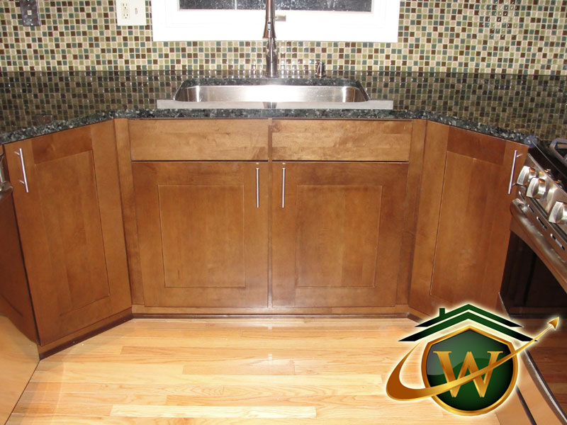 Wooden Kitchen Cabinets and Granite Countertop